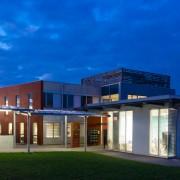 L'hôtel d'entreprise l'Arobase à Castres - Le bâtiment : le soir - Cowork'in Tarn le réseau du télétravail et coworking Tarnais